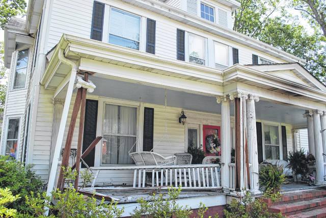 Elm Street resident recalls chaos of crash that leaves 1 dead, 2 injured