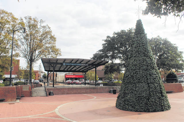 Businesses in downtown Lumberton adjust to Christmas season darkened by pandemic