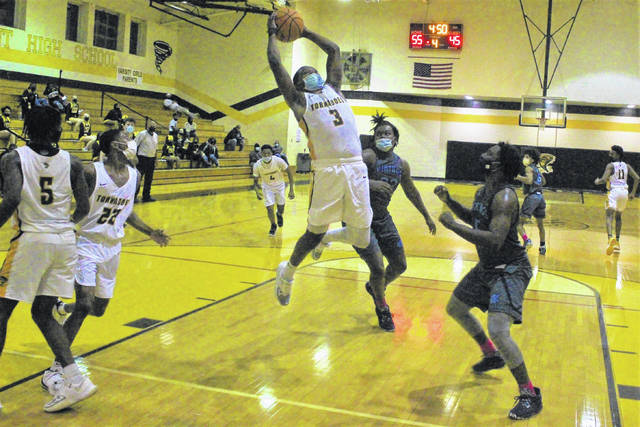 Smith's triples at the right times lead Fairmont boys past West Columbus