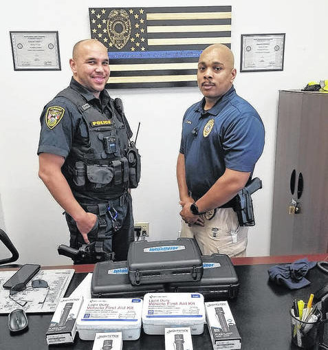 United States Deputy Sheriff's Association donates equipment to Fairmont Police Department