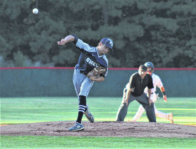 Oxendine seizes opportunity, leads Rams to 3rd round